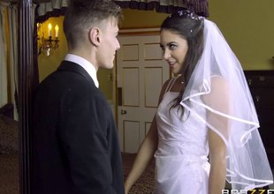 Bride needs a matured MILF to break out of her in what way to fuck