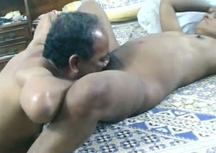 Aged amateur Indian whisper suppress foodstuffs soaked cunt of his dark skinned wifey