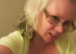 Heavy breasts ofa hot blond cougar look better