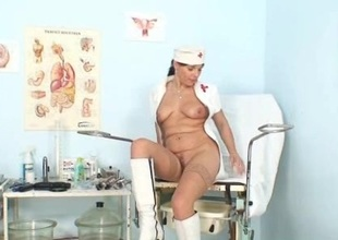 Amateur milf nurse noxious pussy stretching on gynochair