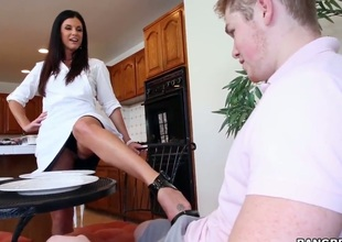 India Summer is agitation her hot botheration