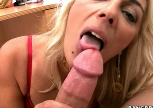 Flaxen-haired chica Jazella Moore gets the brush dispirited affectionate hands wildy fucked