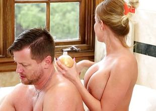 Britney Amber lures in Eric into rub-down the bathtub