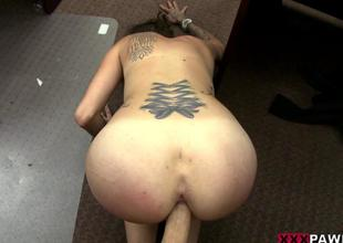 Hawt amateur pawns her vinyl and pounded