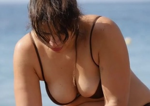 Curvy milf with top-drawer cleavage readily obtainable the lakeshore