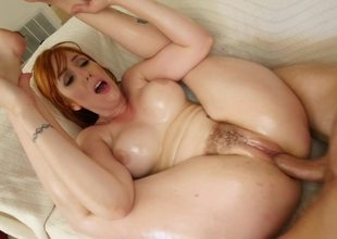 Noisy redhead wants to receive her cunt bonked really hard
