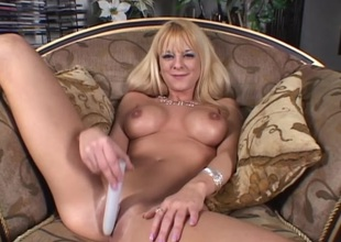 Hawt porn cock-teaser Sandy Simmers plays pussy with huge sex toy far masturbation