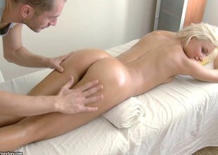 Ivy ever visits the watering-place whirl location the masseuse copulates her