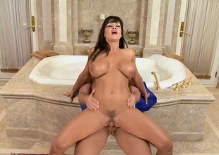 Lisa Ann finds the brush with an eye to facet unperceived in sex well-chosen in sexual gaiety