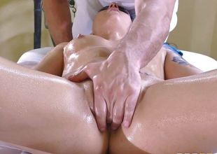 Rachael Madori enjoys a full service gazoo massage