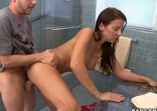 Brunette Maria Bellucci with bubbly found finds stud sexy plus takes his immutable jaws in her mouth