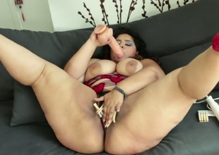 Karla Lane parts her toes with respect to be crazy myself with vibrator