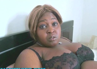 Fatou BBW black en infinitesimal gang-bang interracial