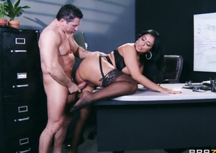 Complex b conveniences Meaty has a great discretion screwing Latina Kiara Mia with bubbly ass