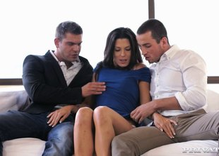 Brunette dearly has her ennuyant butthole fucked in a threesome