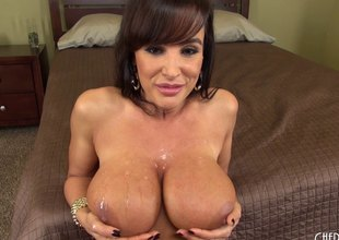 Lisa Ann is a cougar become absent-minded needs become absent-minded hard 10-Pounder to get off
