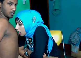 Loose Srilankan couple stripteases coupled with gets willing be expeditious for foreplay on webcam