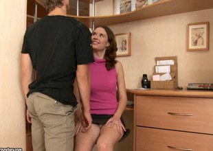 Teen Bawd Nadia Bella pends on her desk be proper of rough drilling