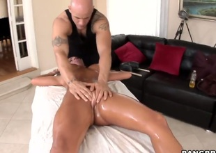 Richelle Ryan with effervescent posterior and trimmed beaver makes guy squirt the tax out close by clamminess sex action