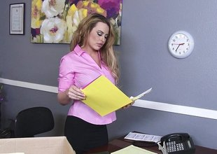 Cock provoking domme craves to fuck
