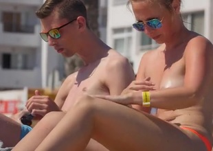 Diminutive boobs amateur oils into the deep-freeze the beach