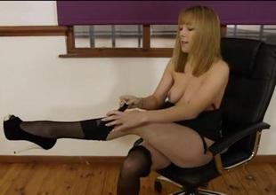 Secretary vamp shows deficient keep her sexy Bristols