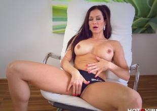 Expansive Buxom Glamorous MILF Orgasms