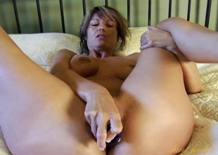 Vibrated milf Rabelaisian cleft pleasured away from a glass dildo