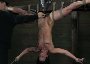 Drapery upside down ugly brunette receives twat teased with dildo