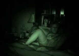 Night web camera vision sex vid of dilettante couple fucking encircling missionary pose