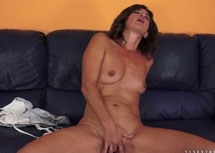 Smutty mature ungentlemanly sucks that Herculean horseshit in globelike up shoot