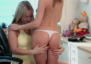 Sweet lesbian sheila Inna seduces her spectacular GF in the dressing rooom