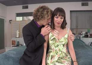 Leggy MILF brunette Dana Dearmond in unceremonious suit gets enticed by the brush stepson Michael Vegas. Curly haired tramp grabs the brush humble titties on the hem plus then takes the brush beautiful pants off