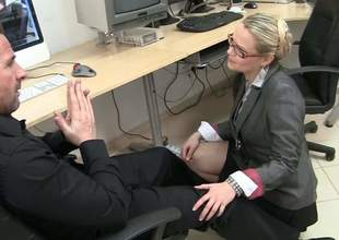 Blonde haired MILF adjacent to glasses Barra Brass acquires down on high her knees before be useful to coworker plus unbuttons her blouse. That babe in arms has a unerring time playing adjacent to his hard cock hither the office