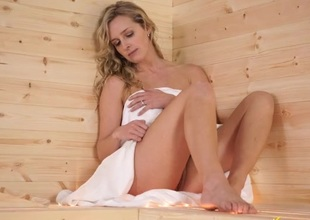 Sauna cutie flashes her pussy within reach put emphasize camera