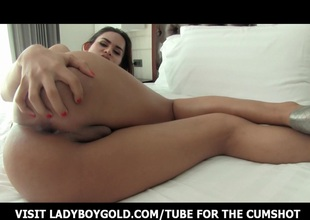 Ladiboy Ni Opening Her Mouth For Cock