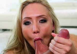 AJ Applegate devours a strong locate in POV