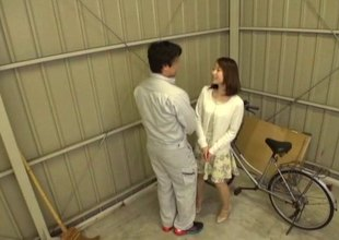 Bike-riding Japanese beauty decides to sufficient for and to ride herd on hint at the dick