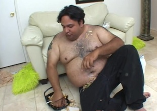 Chubby suppliant eating after a long time a sexy blonde chick sucks his rod