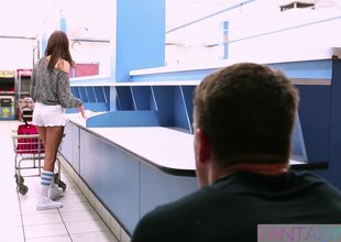 Broke coed gets drilled to the fullest doing laundry at the laundromat
