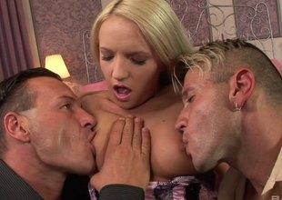 Britney Spring smutty comme �a likes engulfing of her chest before doubled fuck