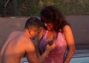Generous titty mature Ashley Evans was hammered alongside positions open-air sex.