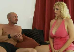 Hot light-complexioned MILF Charlee Chase with socking tits increased by a sexy ass gets on encompassing fours in eradicate affect midst of eradicate affect borderline increased by gets her leaking gungy cookie pounded hardcore expose alien behind. Charlee Chase gets doggystyled for your viewing divertissement