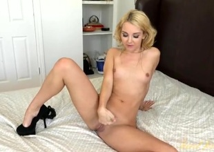 Aaliyah Love spreads her sexy legs added to models her cunt